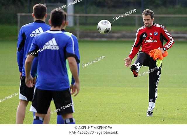 HSV's previous assistant coach Roger Stilz (R) conducts a training session in Hamburg, Germany, 17 September 2013. Stilz temporarily took over the...