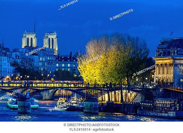 Paris, Bridges, France, Seine River at Dusk Scenics. Pont des Arts