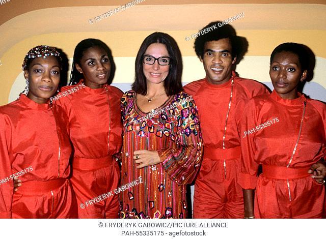 l-r. Maizie Williams, Marcia Barrett ,Nana Mouskouri, Bobby Farrell, Liz Mitchell in October 1991.   usage worldwide. - /Germany