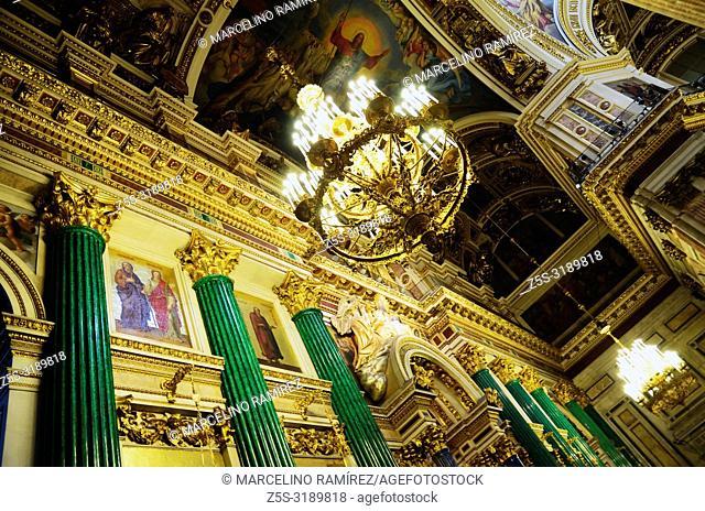 The main iconostasis, showing the malachite and lapis lazuli columns. Saint Isaac's Cathedral. Saint Petersburg, Northwestern, Russia