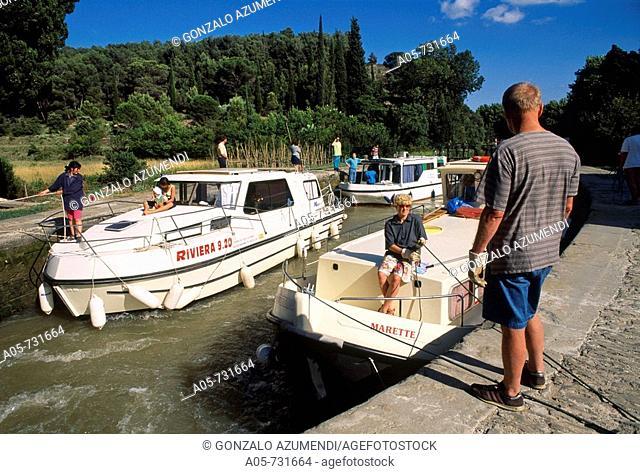 Pech-Laurier lock, Canal du Midi, Languedoc-Roussillon, France