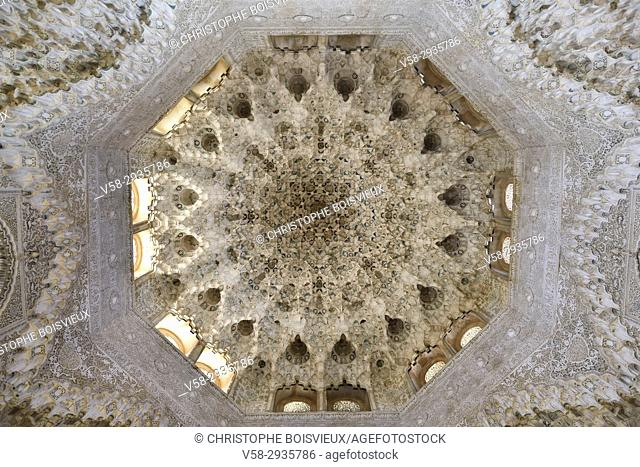 """Spain, Andalusia, Granada, World Heritage Site, The Alhambra, Sala de dos Hermanas (Hall of two sisters), Mocarabe roof with """"""""honeycomb"""""""" or """"""""stalactite""""""""..."""