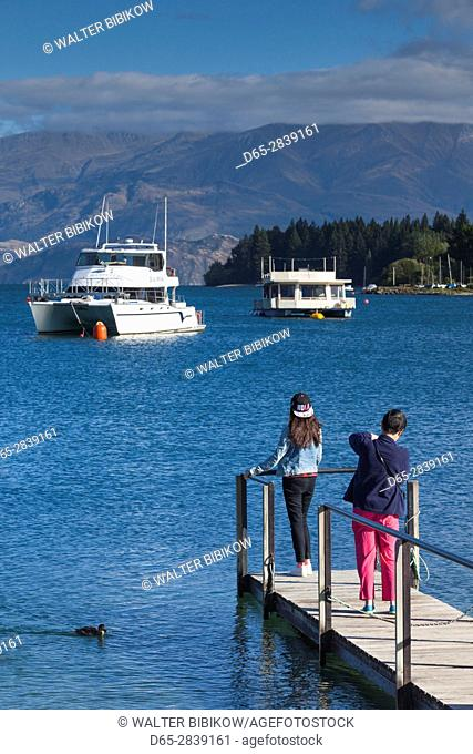 New Zealand, South Island, Otago, Wanaka, Lake Wanaka with visitors