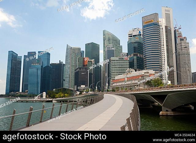 Singapore, Republic of Singapore, Asia - View of the city skyline with skyscrapers in the central business district and the Jubilee Bridge along the waterfront...