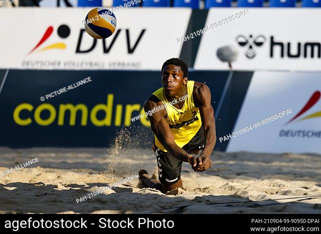 03 September 2021, Schleswig-Holstein, Timmendorfer Strand: Volleyball/Beach: German Championships, Men, 1st round, Ehlers/Schneider (Hamburger SV/DJK TuSA 06...