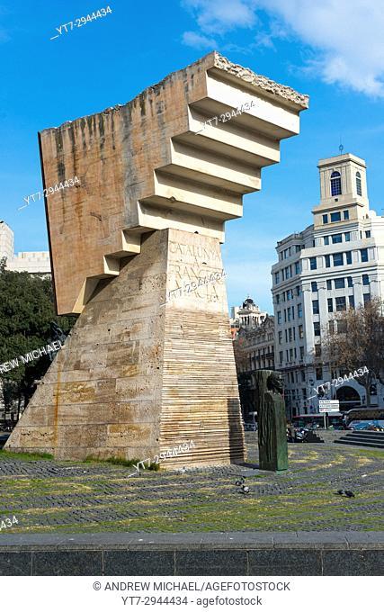 Monument to Francesc Macia (122th president of Generalitat de Catalunya). Plaza Catalunya. Barcelona. Spain