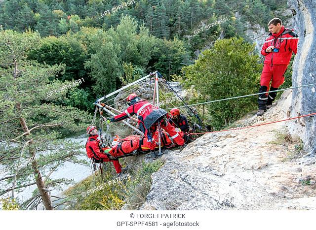 GRIMP MANEOUVRES WITH THE SETTING UP OF AN OFFSET APPARATUS FOR FALLEN HIKERS IN A RAVINE, IMP3 COURSE WITH THE NATIONAL TRAINING CENTER OF FLORAC