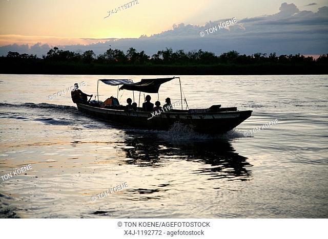 canoe in colombia