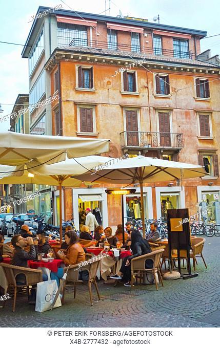 Cafe terrace,via Roma, centro storico, Verona, Veneto, Italy