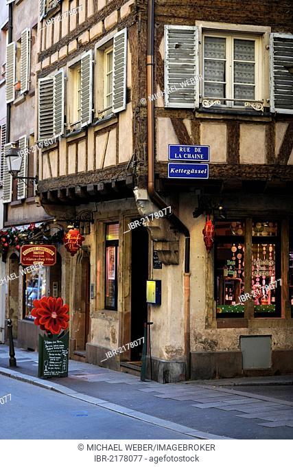 Kettegaessel street, Rue de la Chaine street, historic district, shop, Strasbourg, Bas-Rhin department, Alsace, France, Europe, PublicGround