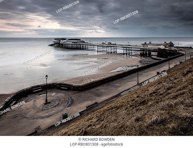 England, Norfolk, Cromer. Cromer Pier on a cold winter morning