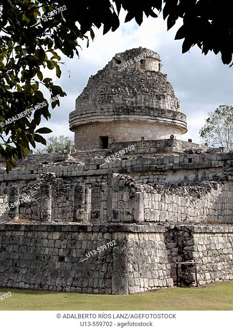'El Caracol' (the Snail) observatory, Mayan ruins of Chichen Itza. Yucatan, Mexico