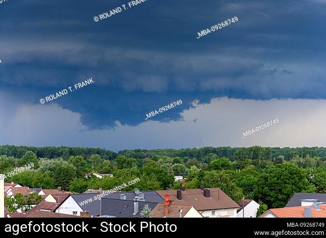 Germany, Baden-Württemberg, Karlsruhe, district Durlach, storm clouds with thunderstorm potential