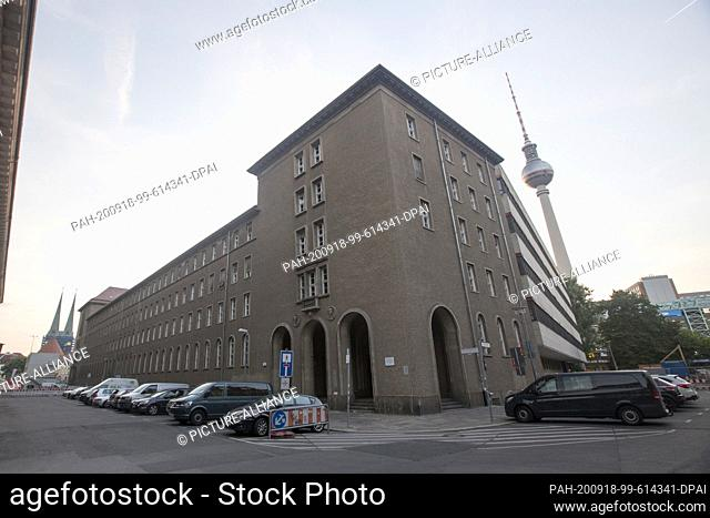 25 July 2020, Berlin: 25.07.2020, Berlin: View of the new townhouse and television tower Photo: Georg Wenzel/dpa-Zentralbild/ZB