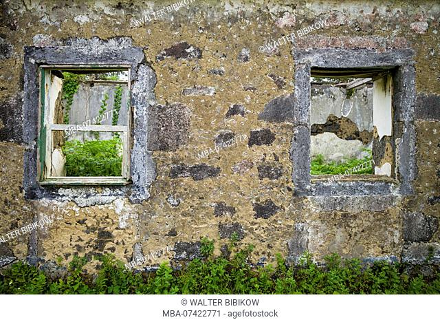 Portugal, Azores, Faial Island, Norte Pequeno, ruins of building damaged by volcanic eruption of Capelinhos Volcano
