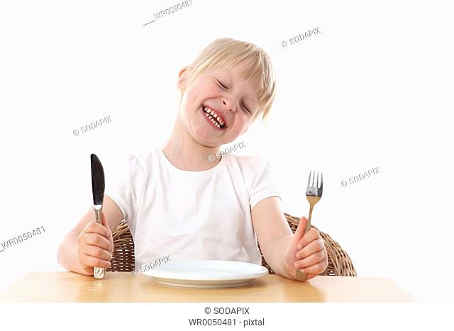 Kind wartet auf Ihr Essen