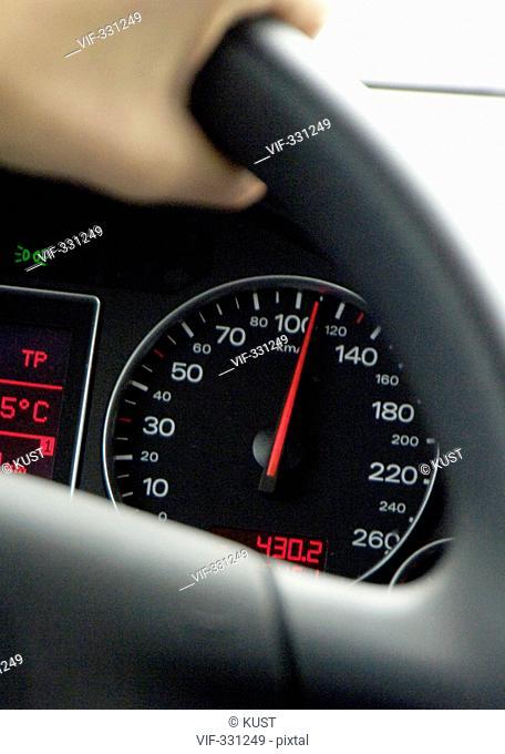 Die Diskussion ³ber Tempo 160 auf Ísterreichs Autobahnen ist allgegenwaertig. - Kirchberg/Pielach - Studio, Niederoesterreich, Ísterreich, 13/12/2005