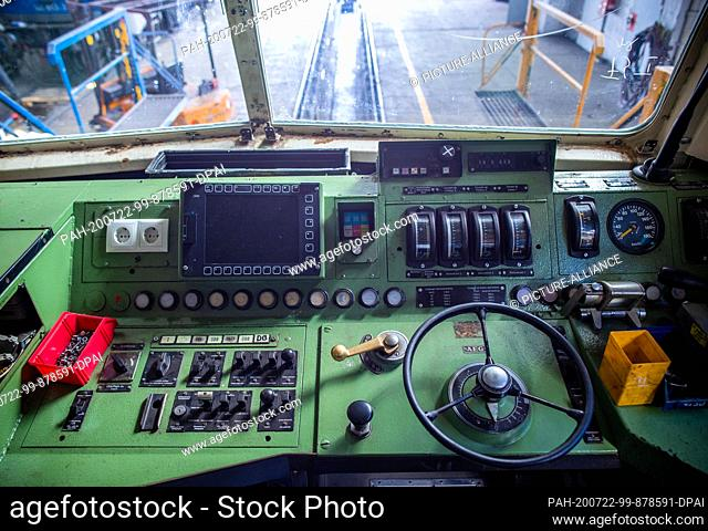16 July 2020, Mecklenburg-Western Pomerania, Mukran: On the driver's cab of a class 181 electric locomotive built in 1972