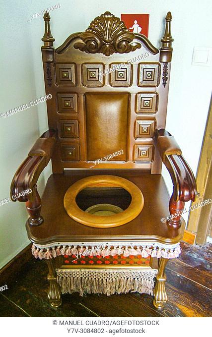 Antique potty chair. Medina del Campo, provincia de Valladolid, Comunidad Autónoma de Castilla y León, Spain