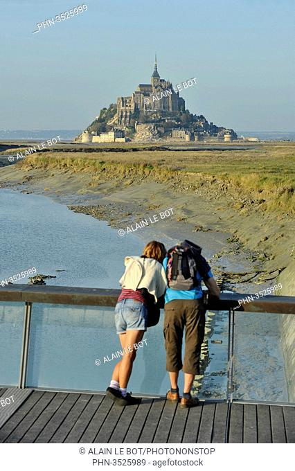 France, Lower Normandy Region, Manche Department, Mont St-Michel seen from the dam on Couesnon river, couple of visitors