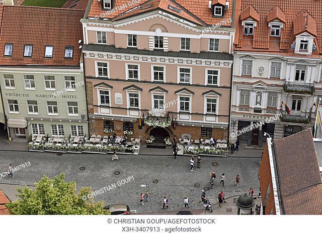 la rue Pilies vue depuis le beffroi de l'eglise Saint-Jean-Baptiste-et-Saint-Jean-l'Evangeliste, Vilnius, Lituanie, Europe/the Pilies Street seen from the tower...