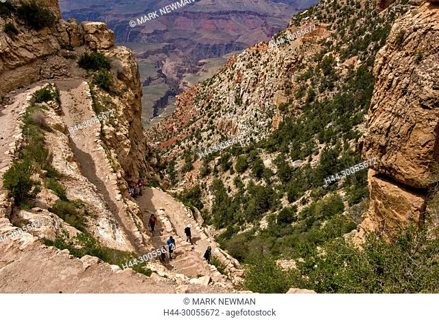 hikers in grand canyon, south kaibab trail