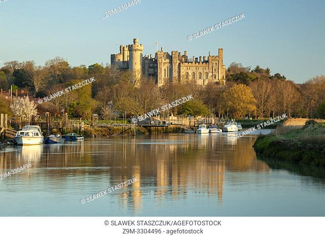 Sunrise on river Arun in Arundel, West Sussex, England. Arundel Castle in the background