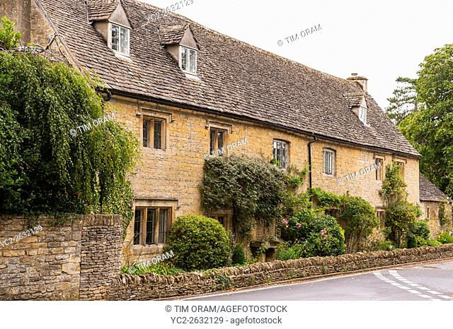 A pretty Cotswold cottage in Lower Slaughter , Gloucestershire , England , Britain , Uk