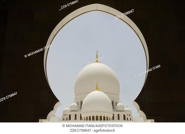 Sheikh Zayed Grand Mosque building exteriors Abu Dhabi United Arab Emirates