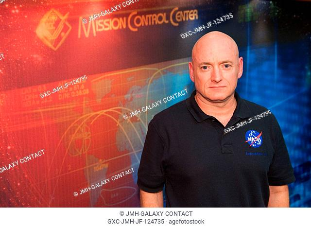 NASA astronaut Scott Kelly, Expedition 25 flight engineer and Expedition 26 commander, poses for a portrait following an Expedition 2526 preflight press...