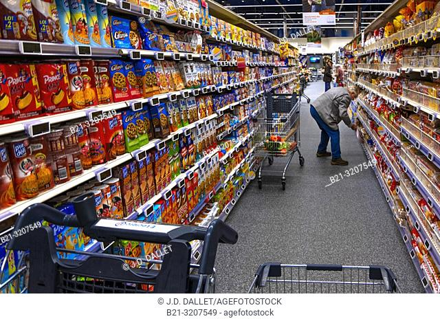 France, Occitanie, Lot, shopping in a supermarket at Capdenac