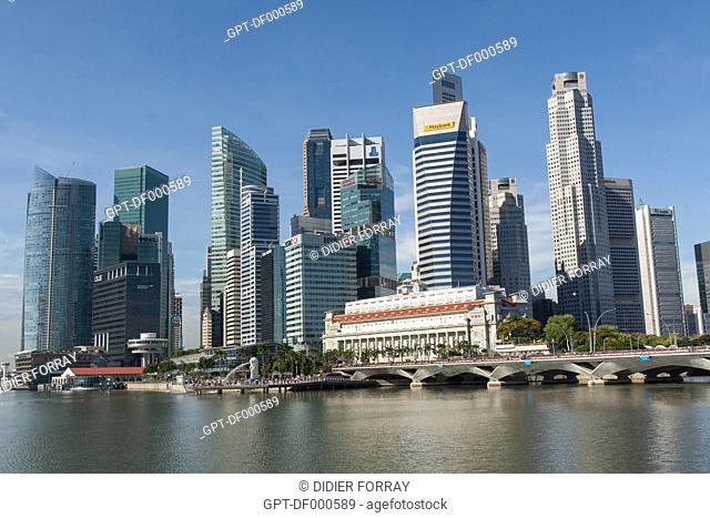 GENERAL VIEW OF THE FINANCIAL DISTRICT OF SINGAPORE WITH THE HISTORIC HOTEL FULLERTON AND THE HEADQUARTERS OF THE BANKS MAYBANK AND HSBC