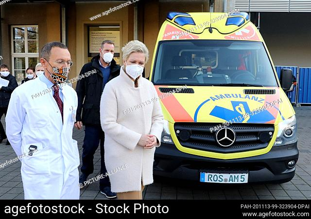13 November 2020, Mecklenburg-Western Pomerania, Rostock: Thomas Mittlmeier, Director of the Surgical Clinic and Polyclinic, accompanies Manuela Schwesig (SPD)