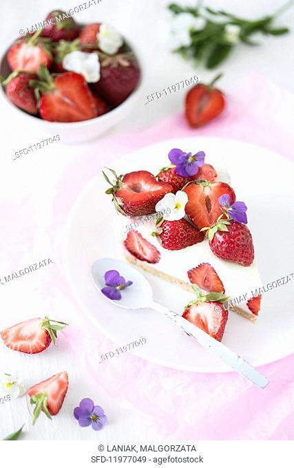 No-bake vanilla cheesecake with strawberries