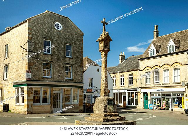 Spring afternoon at Stow-on-the-Wold, a small town in the Cotswolds, Gloucestershire, England