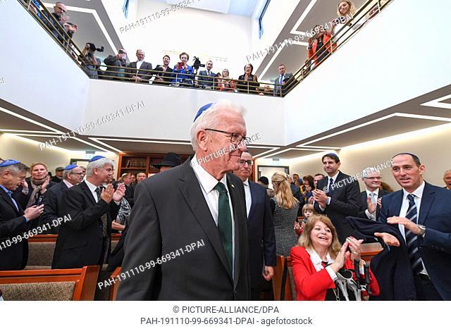10 November 2019, Baden-Wuerttemberg, Konstanz: Winfried Kretschmann (centre), Minister President of Baden-Württemberg, walks to his place at the opening of the...