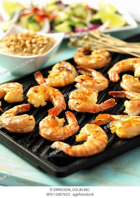 Grilled prawns with peanut sauce