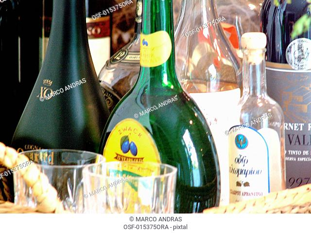 some diferent bottles of alcoholic drinks