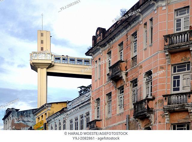 Brazil, Bahia, Salvador: Elevador Lacerda in the historic city center of Salvador de Bahia. The Lacerda elevator from 1873 connects the 72 metres (236 ft)...