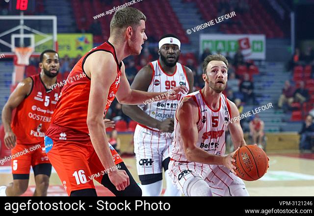 Oostende's Haris Bratanovic and Spirou's Alex Libert fight for the ball during the basketball match between Spirou Charleroi and BC Oostende