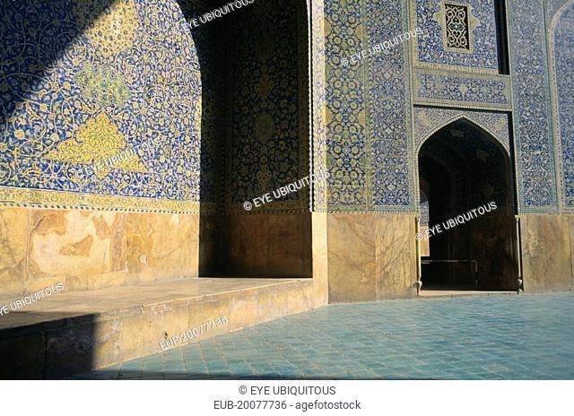 Masjed e Emam Shah Mosque inner courtyard