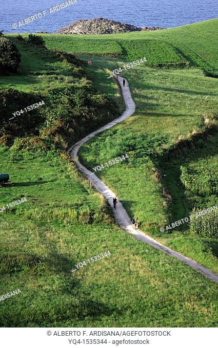 The coastal path passing through the vicinity of Torimbia. Llanes. Asturias. Spain