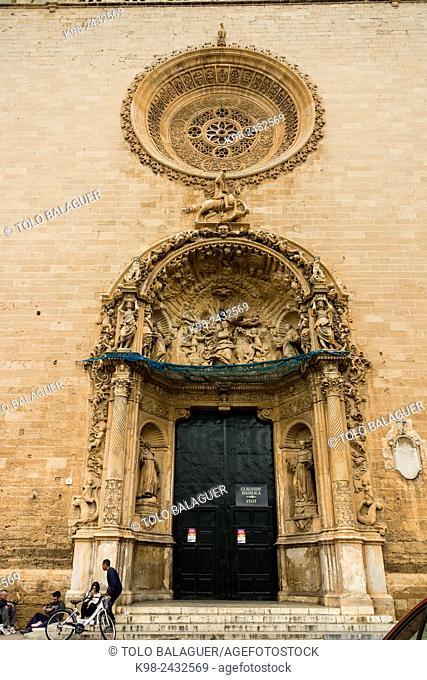 Convento de San Francisco de Palma , fachada principal barroca reconstruida por Francisco de Herrera en el siglo XVII, Majorca, Balearic Islands, Spain