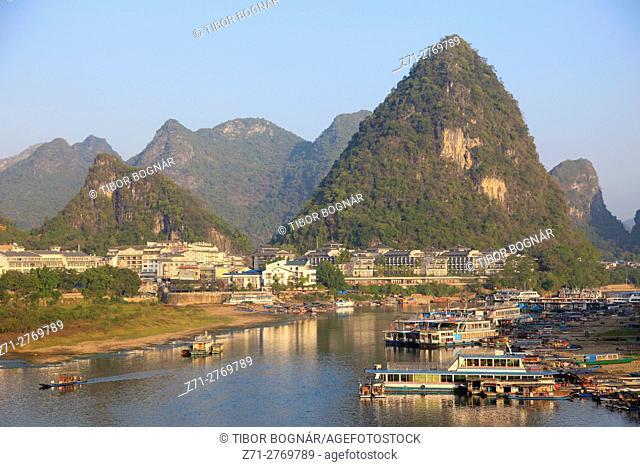 China, Guangxi, Yangshuo, Li River, town, boats, scenery,