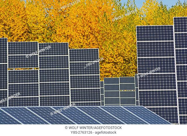Solarpark Mengeringhausen with static Modules and Modules, that follow the Azimuth of the Sun. They produce electricity in any position and angle