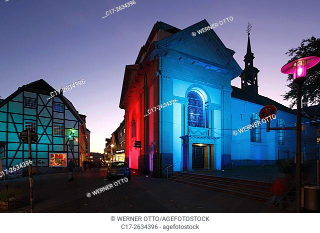 "D-Recklinghausen, Ruhr area, Westphalia, North Rhine-Westphalia, NRW, """"Recklinghausen leuchtet"""", festival illumination in the historic downtown"