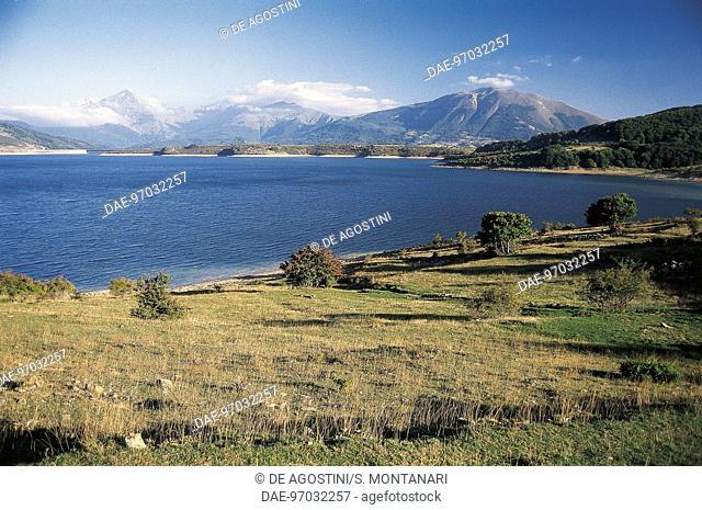 Lake Campotosto, Capannelle Pass, Gran Sasso and Monti della Laga national park, Abruzzo, Italy