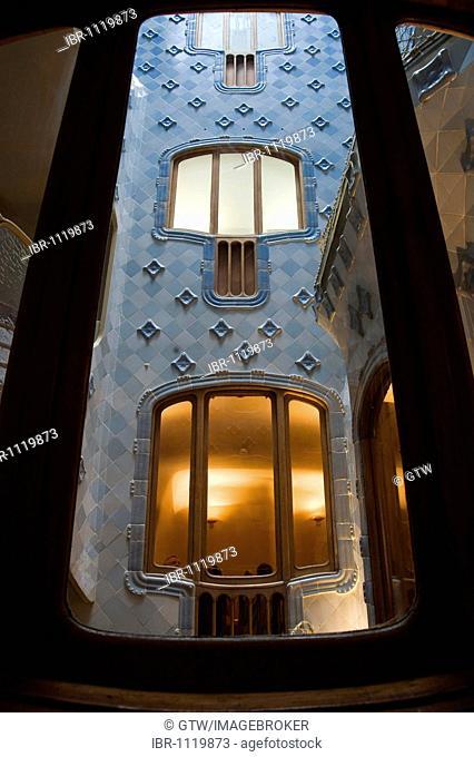 Casa Batlló, Unesco World Heritage Site, stairwell, Antonio Gaudi architect, Eixample District, Barcelona, Catalonia, Spain
