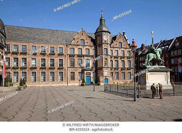 Jan-Wellem Memorial, Old Town Hall, market square, Düsseldorf, North Rhine-Westphalia, Germany