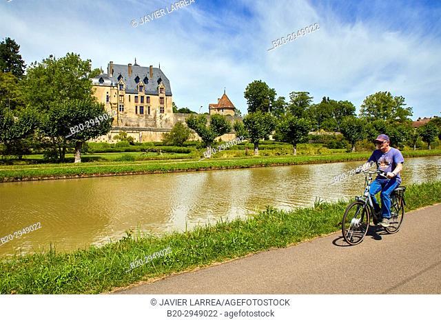 Chateau, Canal of Nivernais, Châtillon-en-Bazois, Nievre, Bourgogne, Burgundy, France, Europe